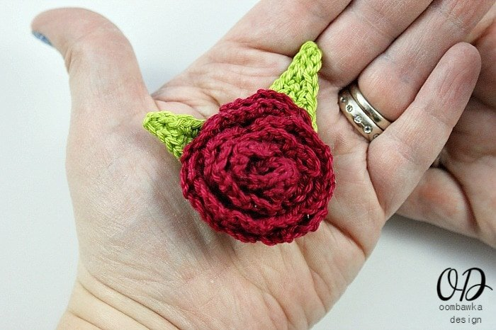 Rose Brooch Free Pattern @OombawkaDesign