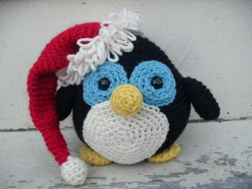 Howie the Holiday Penguin from FreshStitches Amigurumi