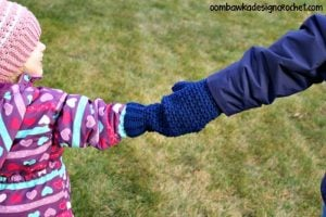 Mommy Hold My Hand Mitten Pattern. Oombawka Design Crochet.