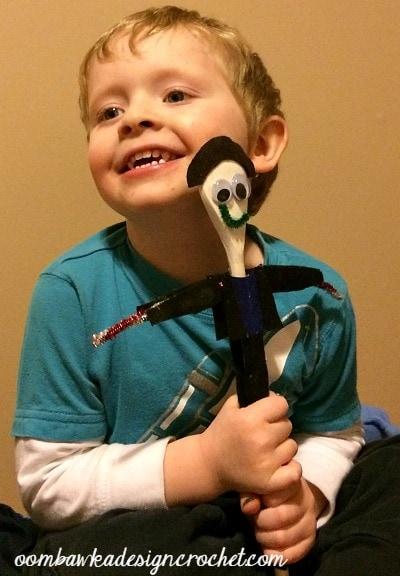 March Break Crafts - Spoon Doll Drew @OombawkaDesign