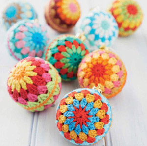 Crocheted Christmas Baubles |Boho Crochet Review @OombawkaDesign