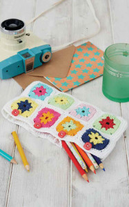 Granny Square Clutch Purse | Boho Crochet Review @OombawkaDesign