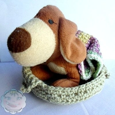 Little Doggie Bed and Blankie | Guest Post Joanita Theron | Creative Crochet Workshop @OombawkaDesign