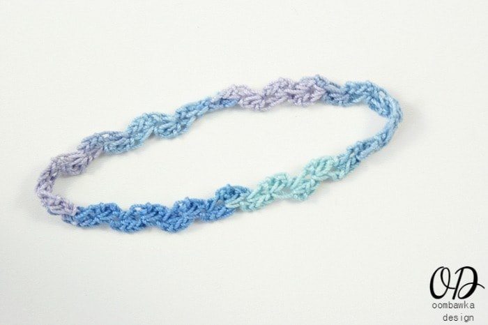 Cover | Supplies:   Aunt Lydia's Classic 10 Crochet Thread (shown in Mexicana and Ocean) 2.25 mm (B) Crochet Hook Abbreviations Used: R – row, sc – single crochet, ch – chain, st – stitch, sts – stitches