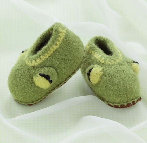 Froggy | Cozy Toes for Baby Review @OombawkaDesign