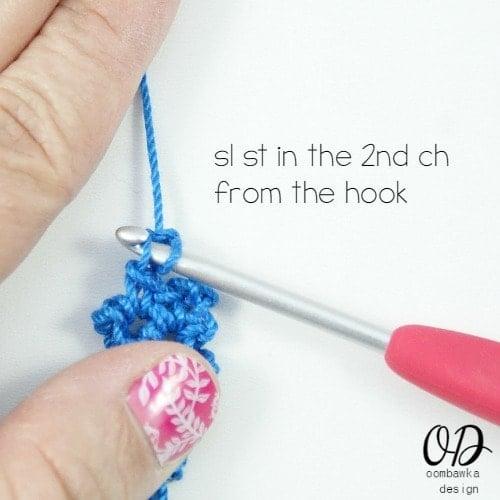 sl st closeup | Lacy Bracelet Free Pattern | @OombawkaDesign