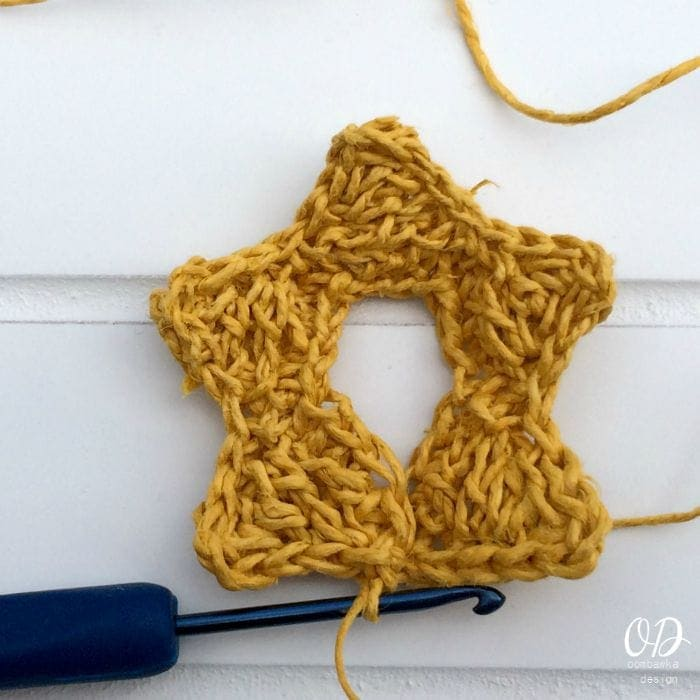 4 Star | Christmas Tree | Free Pattern | Oombawka Design