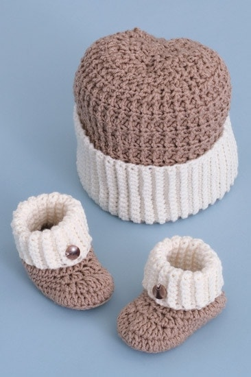 Gingerbread Hat and Booties |Sweet Baby Crochet | Book Review | Oombawka Design