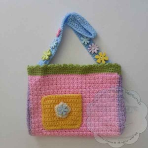Girls Flower Purse | Guest Contributor Post | CCW @OombawkaDesign