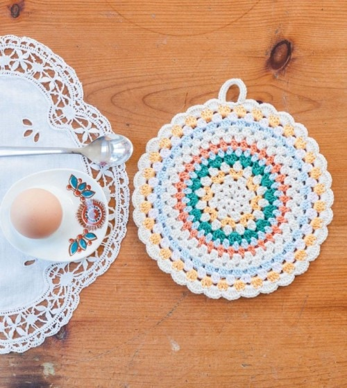 Simple Folk Circle Potholder | Crochet Home | Book Review | Oombawka Design