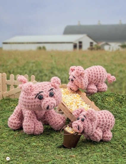 Pig and Piglet | Chick Crochet a Farm Book Review