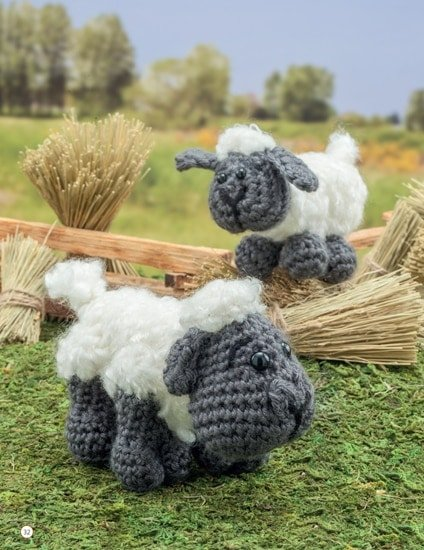 Sheep and Lamb | Chick Crochet a Farm Book Review