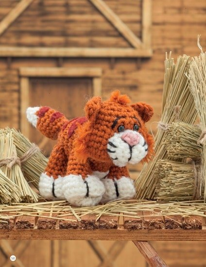 Cat | Chick Crochet a Farm Book Review