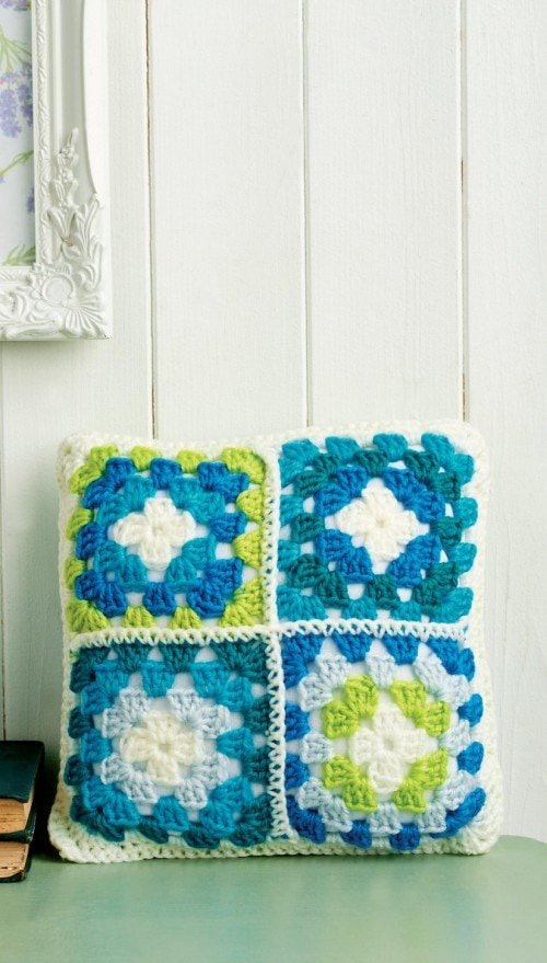 Mini - 7 Granny Square Patterns You'll Love | oombawkadesigncrochet.com