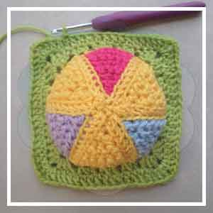 Colorful Rainbow Ball - Creative Crochet Workshop 28
