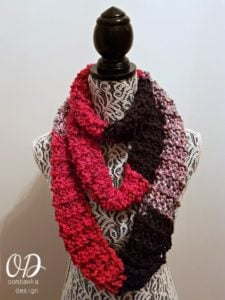 Super Easy Striped Colorblock Scarf Pattern. Oombawka Design.