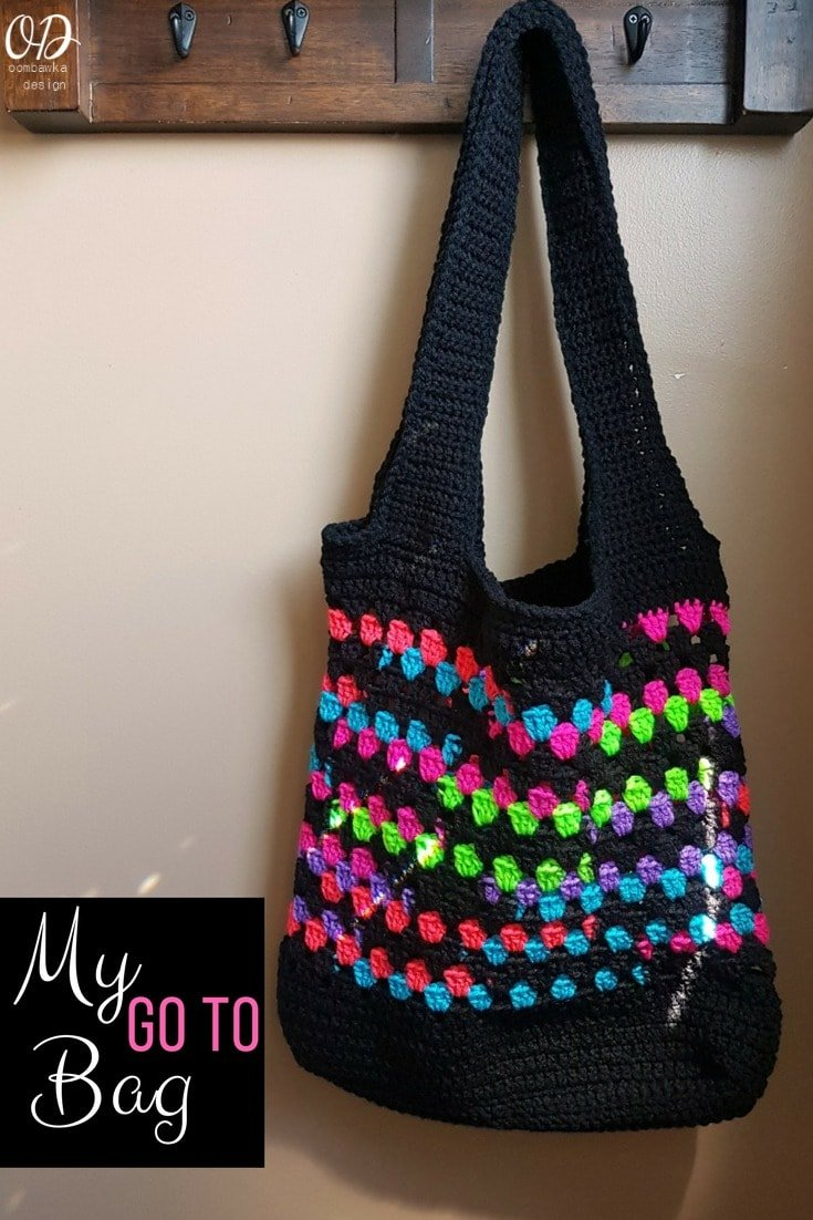 My Go To Bag is my practical, everyday crocheted bag. I wanted a bag I could use for everything - from beach bag to book bag - a single crocheted base gives this bag extra support - the first few rounds are crocheted in double crochet and then the main bag is worked up in an easy to work granny stitch stripe pattern. My Go To Bag - Free Pattern - Oombawka Design Yarn: Red Heart Super Saver Hook: 5 mm (H) #redheartyarns #joycreators
