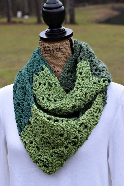 The_Vintage_Bloom_Scarf_by_ELK_Studio_A_Free_Crochet_Pattern_medium2
