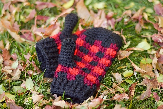 Plaid Mittens by Bethany D - Featured on Oombawka Design