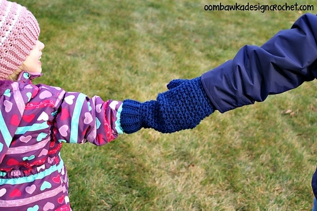 Mommy Hold My Hand Mitten Oombawka Design