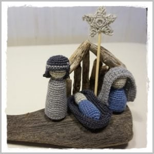 Nativity Scene - Featured on The Wednesday Link Party with Oombawka Design and The Stitchin' Mommy