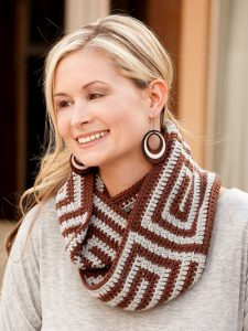 Spiraling Cowl - Learn to Tapestry Crochet - Annie's Craft Store - Review by Oombawka Design Crochet