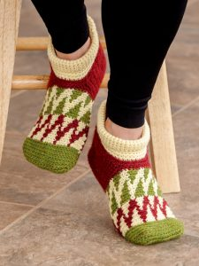Peaked Waves Slippers - Learn to Tapestry Crochet - Annie's Craft Store - Review by Oombawka Design Crochet