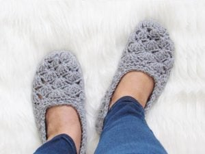 Featured at The Wednesday Link Party 232: How to Make Easy Crochet Slippers, Free Crochet Pattern by Crochet Dreamz