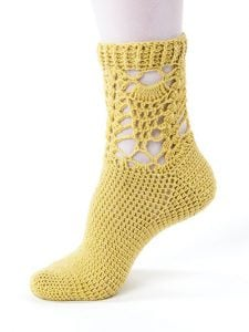 Falling Pineapple - New Methods for Crochet Socks - Rohn Strong - Annie's Craft Store - Review by Oombawka Design