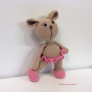 Featured at The Wednesday Link Party 241 Pipa Perrita crocheted by conhiloslanasybotones
