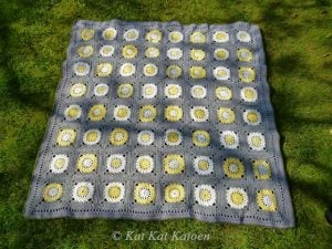 Featured at Wednesday Link Party 243. Granny Square Wheel Blanket by Sigrid at Kat Kat Katoen