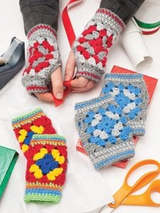 A Granny Square Christmas. Annie's Craft Store. Book Review by Oombawka Design