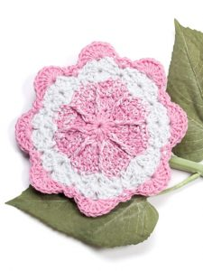 Floral Pinwheel Fabulous Floral Dishcloths. 12 Pretty Crochet Patterns from Annie's Craft Store. Book Review by Oombawka Design Crochet.