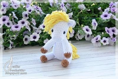 Sunny Cuddly Horse - Lalka Crochetka Pear Pie Crumble Bars with a Cookie Drizzle - From Play Dates to Parties DIY Chocolate Bonbons Wedding Favors - A Bride on a Budget