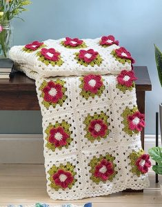 Grannies in Bloom. Leisure Arts. Book Review by Oombawka Design Crochet.