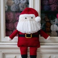 http://www.sewrella.com/2017/09/crochet-santa-clause-with-huggies.html