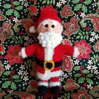https://oombawkadesigncrochet.com/2016/12/toy-santa-claus-crochet-pattern.html
