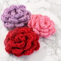 Easy Crocheted Roses by Domestic Deadline