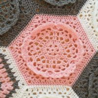 Dutch Rose Blanket by Haekelfieber Austria