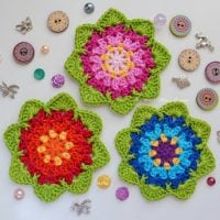 Spring Garland with February Coaster Free Pattern by Atelier Marie Lucienne