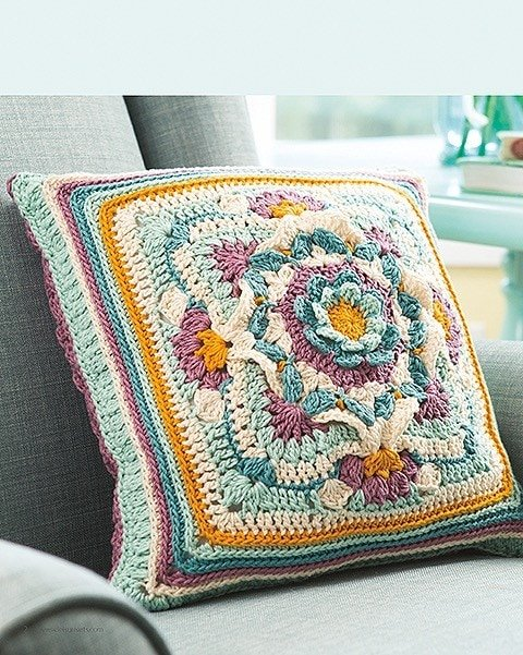 Pillow from Overlay Crochet Patterns. Leisure Arts. eBook Review by Oombawka Design Crochet