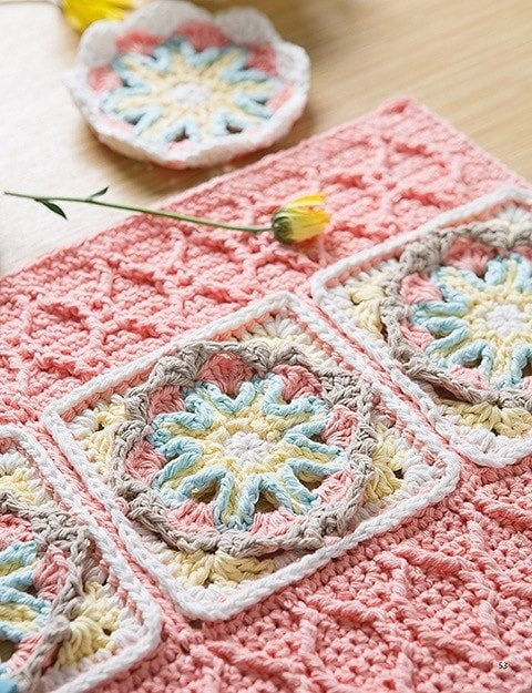 Placemat from Overlay Crochet Patterns. Leisure Arts. eBook Review by Oombawka Design Crochet