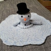 Featured at Wednesday Link Party 327 Melting Snowman Cuddle Blanket Pattern