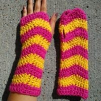 Women's Ripple Fingerless Gloves Pattern