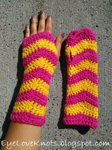 Women's Ripple Fingerless Gloves Pattern