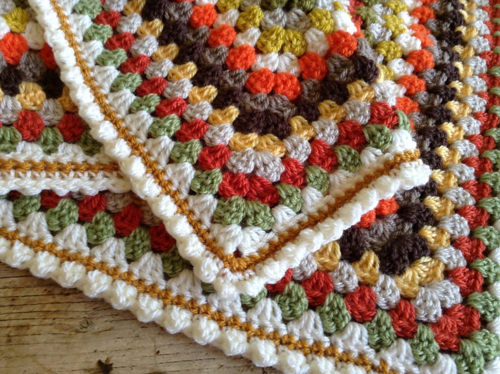 Cute Bobble Edging Instructions from Lullaby Lodge Featured at Free Pattern Friday
