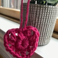 Featured at Wednesday Link Party 333 Quick Crochet Heart