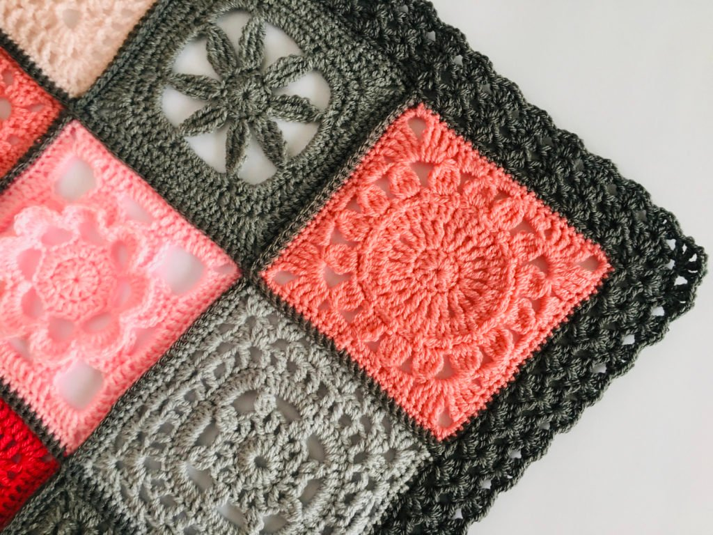 Iris Stitch Edging by Lullaby Melodia Featured at Free Pattern Friday