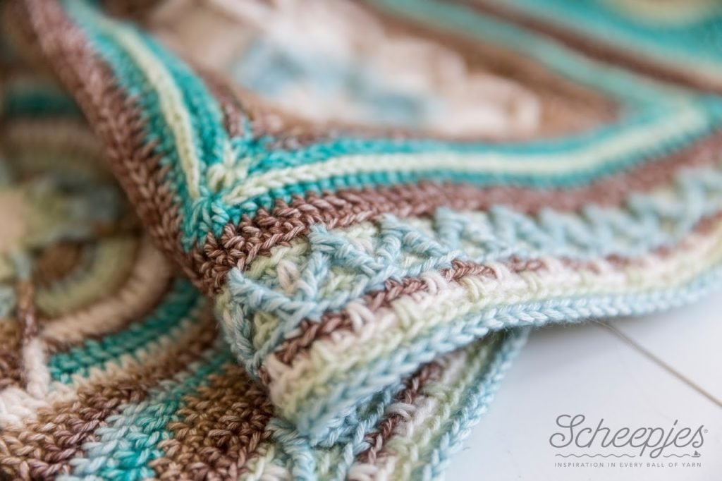 Zig Zag Blanket Border by Tatsiana Kupryianchyk Featured at Free Pattern Friday Photographed by Hans Mossel for Scheepjeswol
