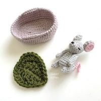 Baby Mouse in Moses Basket by Sweet Softies